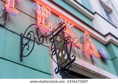 Neon sign saying 'Apteka' (polish for 'Pharmacy' outside a pharmacy chemists shop, Wrocław, Wroclaw, Wroklaw, Poland Zdjęcia stock ©