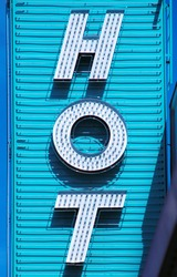 Neon sign saying 'Hot'