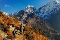 Nepal himalaya khumbu sagarmatha national park hikers