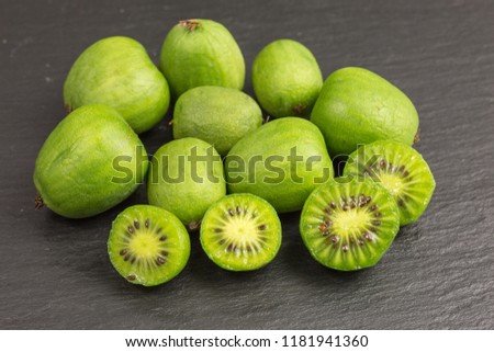 nergi mini kiwi berries on black background Photo stock ©