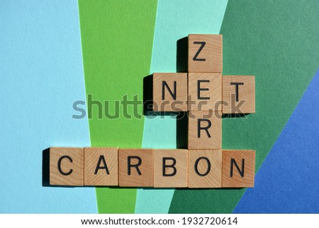 Net, Zero, Carbon, words in wooden alphabet letters isolated on blue and green background Foto stock ©
