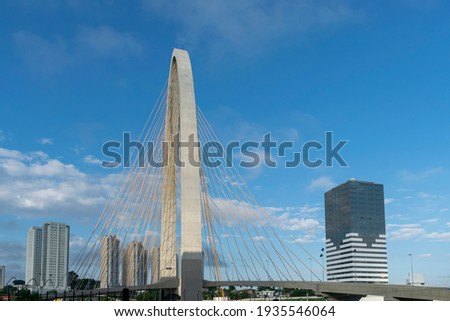 new cable-stayed bridge in São José dos Campos, known as the Innovation Arch. side view Foto stock ©