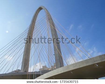 new cable-stayed bridge of São Jose dos Campos. Arco da Inovação Foto stock ©