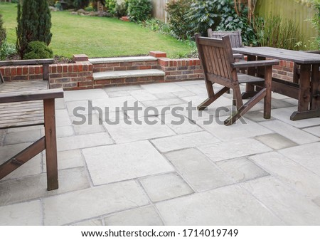 New flagstone patio and backyard, outdoor garden patio with furniture, UK ストックフォト ©