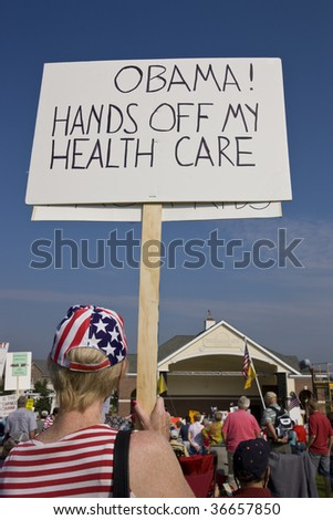 NEW LENOX, ILLINOIS - SEPTEMBER 7: Thousands of protesters rally against the Obama nationalization of health care and other big government programs on September 7, 2009 in New Lenox, Illinois.