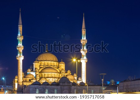 New Mosque (Yeni cami or Valide Sultan Mosque) with night illumination, Istanbul, Turkey  Stok fotoğraf ©