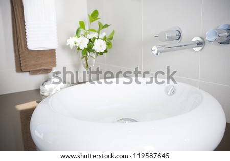New round sink with stainless steel faucet