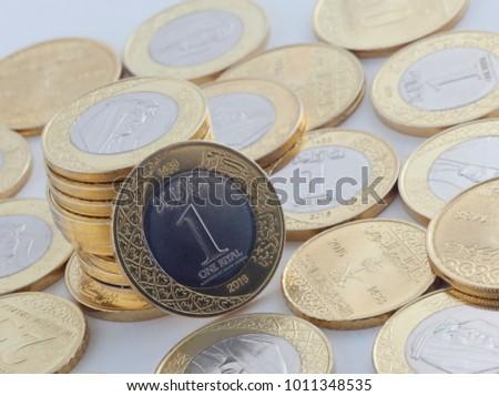 New Saudi Riyal and Halalas Coins showing King Salman of Saudi Arabia Stok fotoğraf ©