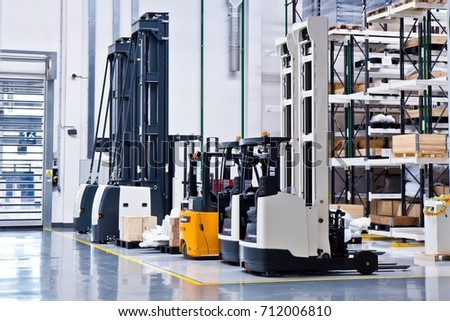 New self propelled lifting platforms in a white warehouse of a factory #712006810