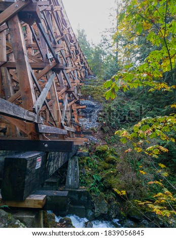 New Todd Creek Trestle after repair - Todd Creek Trail's stunning right-hand look after a new repair 03.  Stock fotó ©