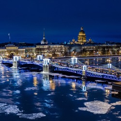 New Year's St. Petersburg. The palace bridge is decorated with garlands. New year in Russia. Ice floats along the Neva River. Russia. Winter Petersburg.