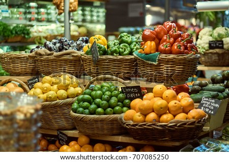 New-York City - Grand Central Market - Fresh Fruits and Vegetables Basket