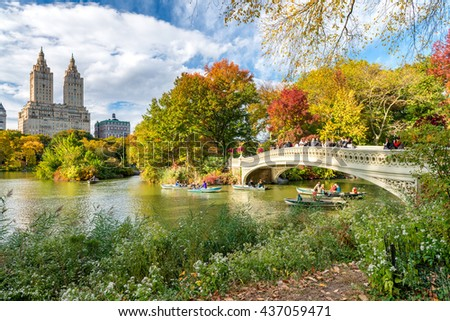 NEW YORK CITY - SEPTEMBER 29, 2015: Foliage colors of Central Park. The park is a famous city attraction. - Shutterstock ID 437059471