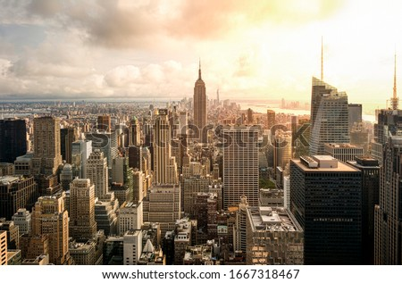 New York city skyline at sunset with the Empire State building at the centre
