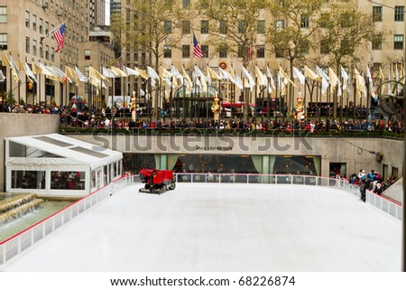 NEW YORK - DEC 25 : Rockefeller Christmas tree and iceskating rink pictured on December 25, 2010 in New York. Built by the Rockefeller family in 1939, it was declared a National Landmark in 1987.