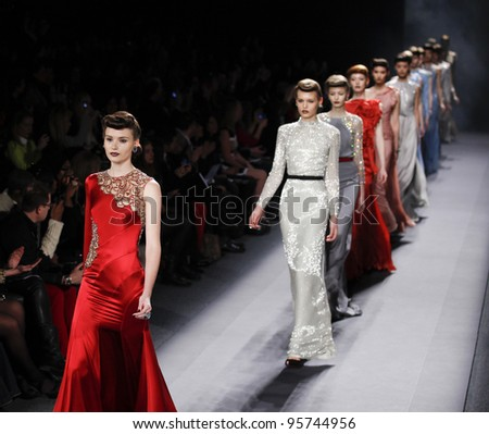 NEW YORK - FEBRUARY 13: Models walk runway for Jenny Packham collection during Fashion week at Lincoln Center in Manhattan on Feb 13, 2012 in New York City