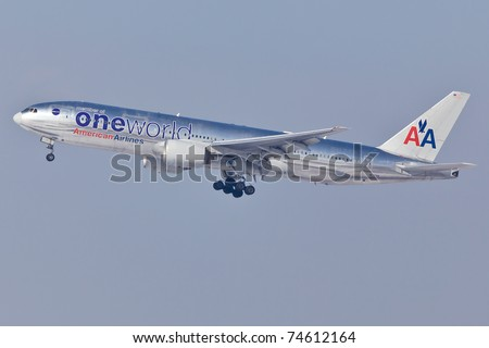 NEW YORK - JANUARY 5: Boeing 777 American Airline approaching JFK airport in New York, USA on January 5, 2011. Plane is wearing livery of OneWorld airlines alliance which American Airline is member