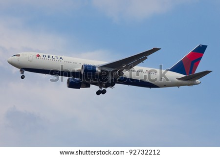 NEW YORK - JANUARY 3: Delta Boeing 777 On final to JFK airport, USA on January 3, 2011. Delta is one of the biggest airlines in the world, serve over 300 destinations around the world - stock photo