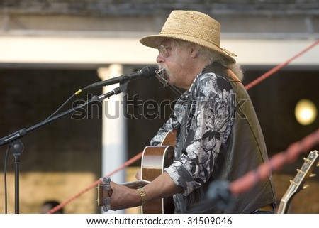 NEW YORK - JULY 30: Musician Arlo Guthrie performs at Battery Park's Castle Clinton on July 30, 2009 in New York City.