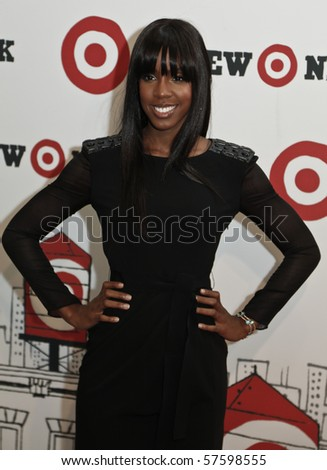 NEW YORK - JULY 20: Singer Kelly Rowland arrives for a preview shopping event at Target's First Manhattan location in East Harlem July 20,2010 in New York City