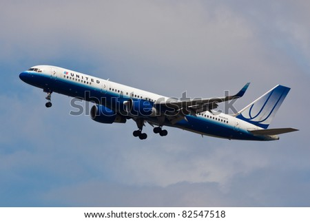 NEW YORK - MAY 16: A Boeing 757 United approaches JFK in New York, USA on May 16, 2011. United merged with Continental in 2011 and famous blue painting scheme of the planes is no longer in use