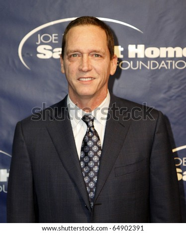 NEW YORK - NOV 11: David Cone attends the 8th Annual Joe Torre Safe at Home Foundation Gala at Pier Sixty at Chelsea Piers on November 11, 2010 in New York City.