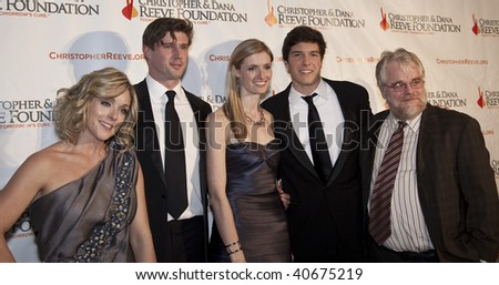 NEW YORK - NOV 9: Jane Krakowski, Alexandra Reeve, Will Reeve, Matthew Reeve and Philip Seymour Hoffman attend The Christopher & Dana Reeve Foundation A Magical Evening gala at the Marriot Marquis on Nov 9, 2009 in New York City