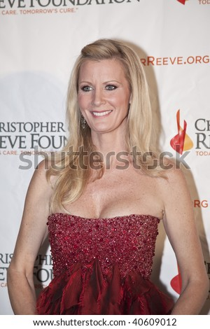 NEW YORK - NOVEMBER 9: TV personality Sandra Lee attends The Christopher and Dana Reeve Foundation's 'A Magical Evening' gala at the Marriot Marquis on November 9, 2009 in New York City.