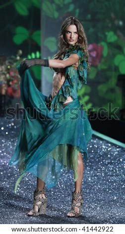 NEW YORK - NOVEMBER 19: Victoria's Secret Fashion Show model Alessandra Ambrosio on November 19, 2009 at the Lexington Armory in New York City.