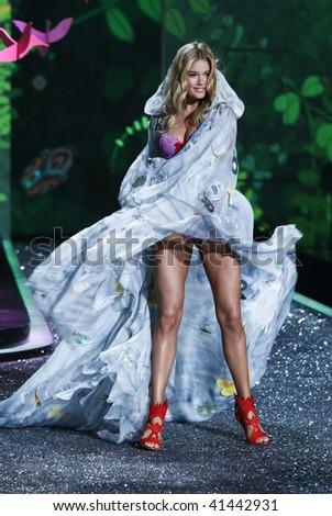 NEW YORK - NOVEMBER 19: Victoria's Secret Fashion Show model Doutzen Kroes on November 19, 2009 at the Lexington Armory in New York City.