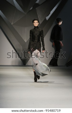 NEW YORK, NY - FEBRUARY 14: Model Jacquelyn Jablonski walks the runway at the Vera Wang Fall 2012 fashion show during Mercedes-Benz Fashion Week at Lincoln Center on February 14, 2012 in New York City