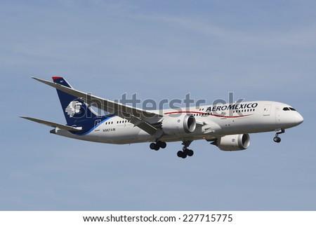NEW YORK - OCTOBER 14: Aeromexico Boeing 787 Dreamliner in New York sky before landing at JFK Airport on October 14, 2014