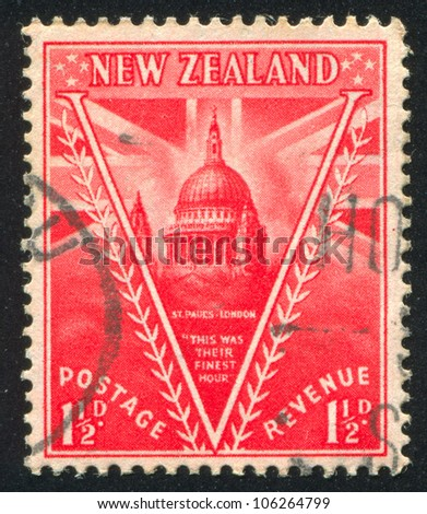 NEW ZEALAND - CIRCA 1946: stamp printed by New Zealand, shows St. Pauls Cathedral, London, circa 1946