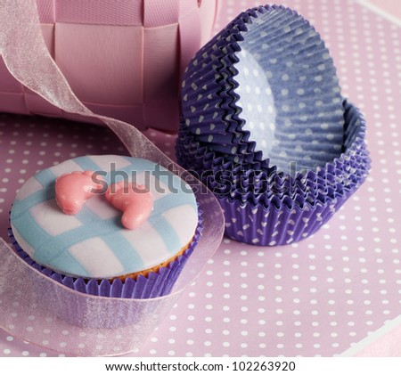 newborn baby feet cupcake with empty cups