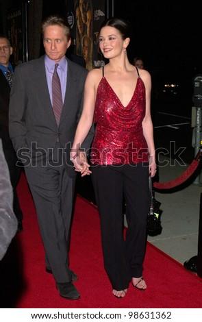 Newleyweds MICHAEL DOUGLAS & CATHERINE ZETA-JONES at the Los Angeles premiere of their new movie Traffic. 14DEC2000.   Paul Smith / Featureflash
