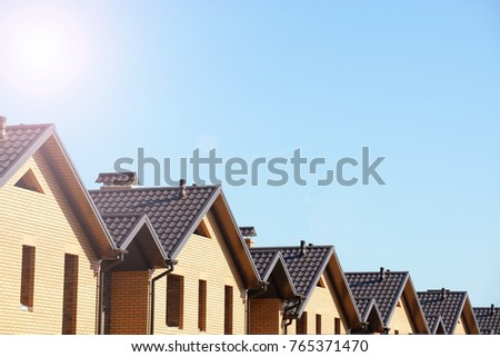 Newly built homes in a residential estate #765371470