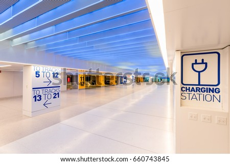 Newly opened Penn Station renovation. Wide halls and extra large direction signs to the L.I.R.R. rail road tracks and subway station Stock fotó ©
