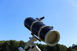 Newton's reflector telescope. Preparing for observation. Telescope Focuser with Eyepiece.
