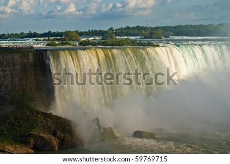 Niagara Falls in daytime light  (The Horseshoe falls)