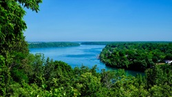 niagara river through the woodland