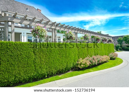 Nicely trimmed green fence with big custom made luxury for Luxury fences