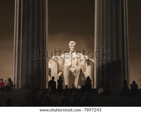 Night photograph of the Abraham Lincoln Memorial in Washington D.C.
