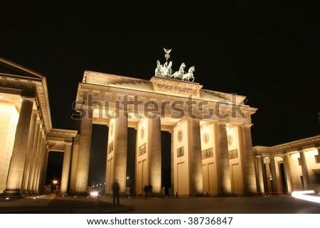 night shot of illuminated brandenburg gate