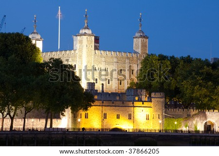 Night shot of Tower of London