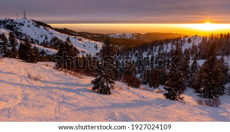 Night skiing at sunset at Bogus Basin in Boise, Idaho Foto stock ©