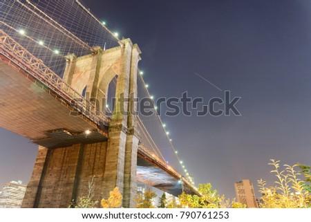 Night view of Brooklyn Bridge in New York City.