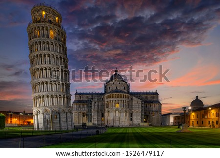 Night view of Cathedral (Duomo di Pisa) with the Leaning Tower of Pisa (Torre di Pisa) on Piazza dei Miracoli in Pisa, Tuscany, Italy Zdjęcia stock ©
