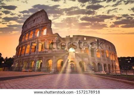 Night view of Colosseum in Rome, Italy. Rome architecture and landmark. Rome Colosseum is one of the main attractions of Rome and Italy Stockfoto ©