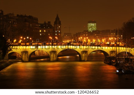 night view of the Pont Neuf and the Il de Cite in Paris