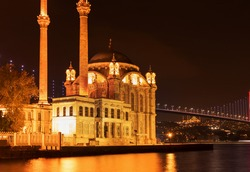 Night views Silhouette and outlines of the mosque and minarets with lamps and illumination in the city of Istanbul.